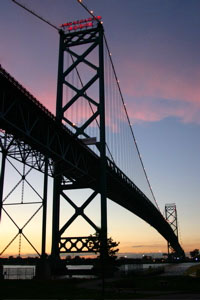 Ambassador_bridge_evening